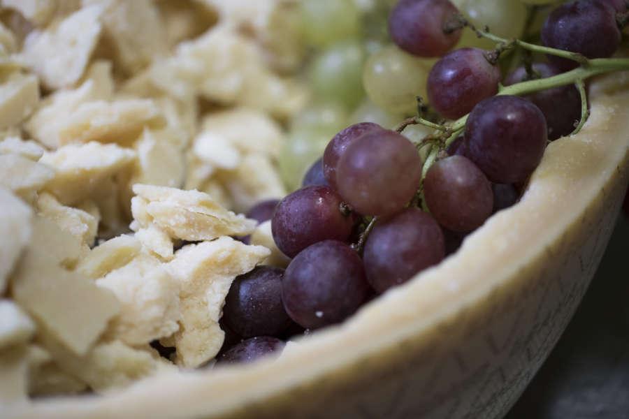 Grana Padano con uva