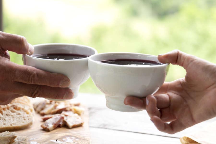 Vino Gutturnio DOC dei colli piacentini - coppa di ceramica