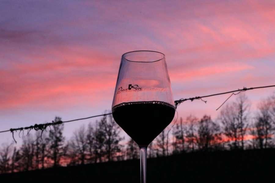 Casa Benna bicchiere tramonto